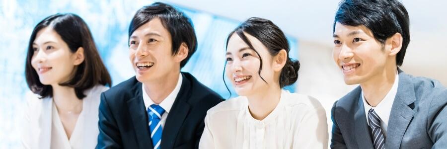 笑顔の若手社員たち